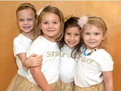 La tierna foto de cuatro niñas supervivientes al cáncer que se hicieron amigas en el hospital