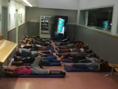 Unos 30 menores no acompañados pasan otra noche en las comisarías catalanas