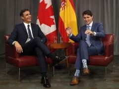 Justin Trudeau recibe a Pedro Sánchez con honores militares en Montreal