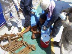 Cómo sobrevivió un joven indonesio 49 días a la deriva