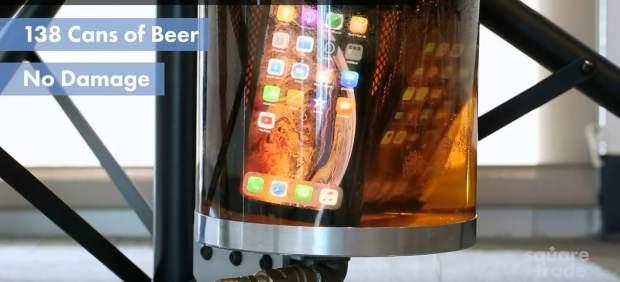 El iPhone Xs y el Xs Max son resistentes a la cerveza, pero las aceras siguen siendo su punto débil