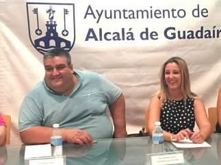 La alcaldesa, Ana Isabel Jiménez, y el presidente de la AAEE, Francisco Torres.