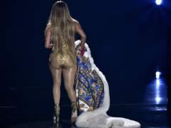 Jennifer Lopez aterriza de culo