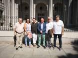 Delegación del Ayuntamiento de Almonte ante la sede de Costas.