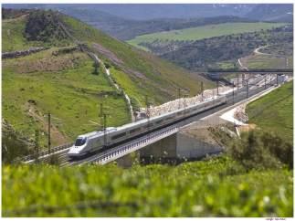 AVE Málaga tren alta velocidad viaje turismo Madrid servicio ferroviario