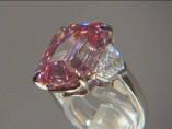 Subastan un diamante rosa por 50 millones de dólares