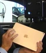 ¿Cómo evitar accidente con objetos como tablets en los coches?