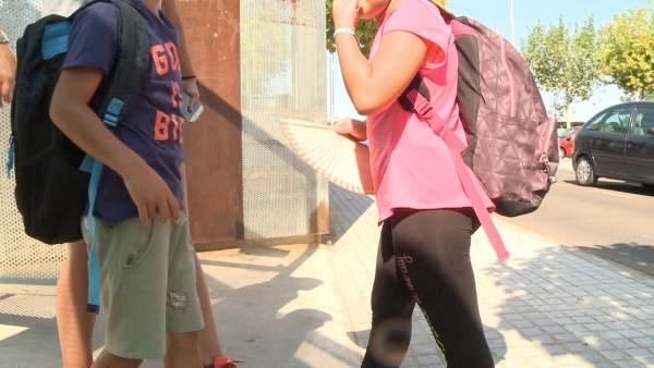 Alumnos reducen horario lectivo por el calor