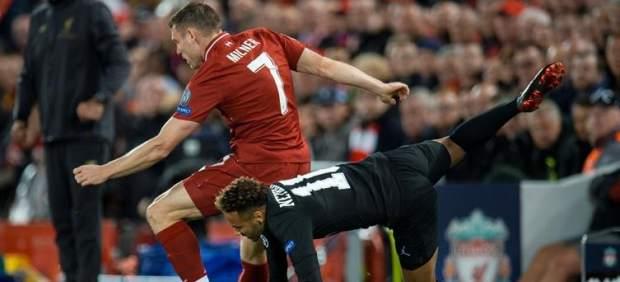 James Milner se cachondea del premio Puskas ganado por su compañero Salah