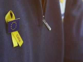 Lazos amarillos en recuerdo a la española Celia Barquín