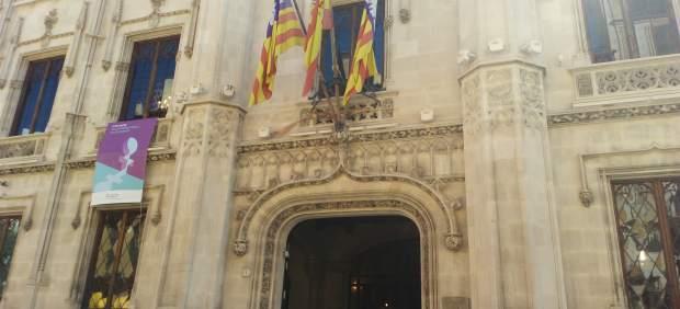 El Consell de Mallorca acoge un debate sobre la necesidad de poner límites al turismo