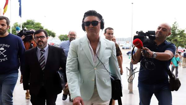 El humorista Ángel Garó a la llegada a los juzgados de Málaga para ser juzgado