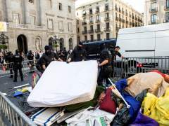 Los Mossos retiran la acampada independentista de Sant Jaume