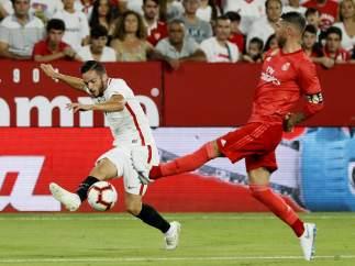 Ramos y Sarabia en el Sevilla - Real Madrid