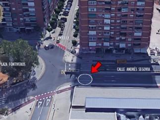 La mujer fue atropellada en el paso de peatones junto a la biblioteca, en c/ Andrés Segovia.