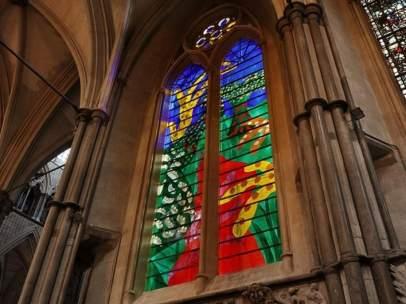 El vitral de Isabel II en la abadía de Westminster
