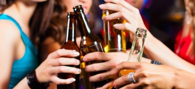 Consumo de alcohol entre los jóvenes.