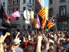 Concentraciones de independentistas y policías nacionales de Jusapol, Barcelona.