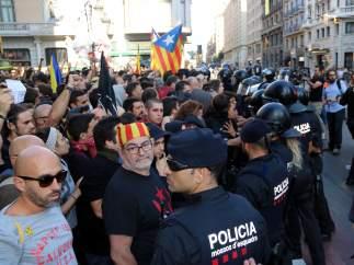 Tensión entre Mossos e independentistas