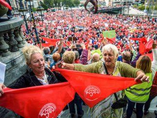 Pañuelos rojos por las pensiones