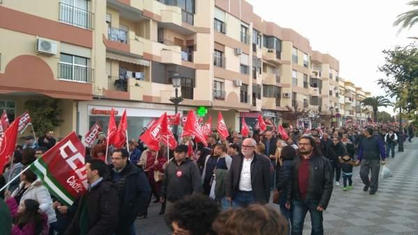 El coordinador provincial de IU, Fernando Macías, en una protesta