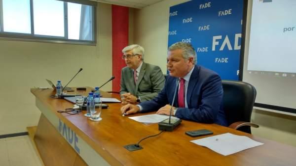 El presidente de FADE, Belarmino Feito y el director general de trabajo