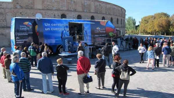 Autobús informativo instalado en Segovia