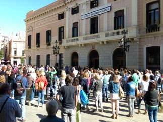 Minuto de silencio en la plaza Sant Roc de Sabadell por el menor muerto