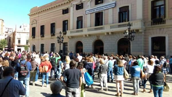 Minuto De Silencio En Sabadell Por El Menor Muerto A Manos De Su Padre