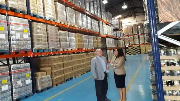 Luque y Madueño en el centro de almacenamiento del Banco de Alimentos de Jaén.