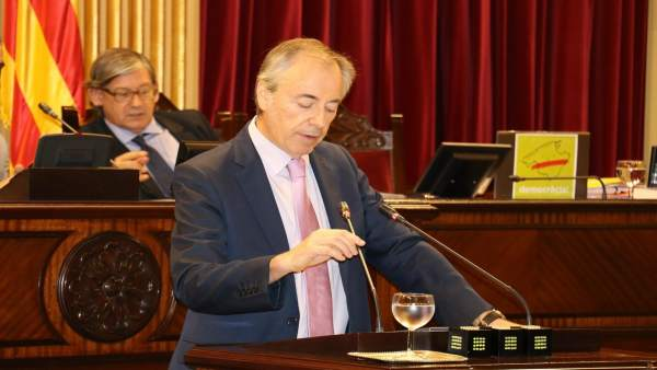 Vicent Serra durante el debate de la PNL