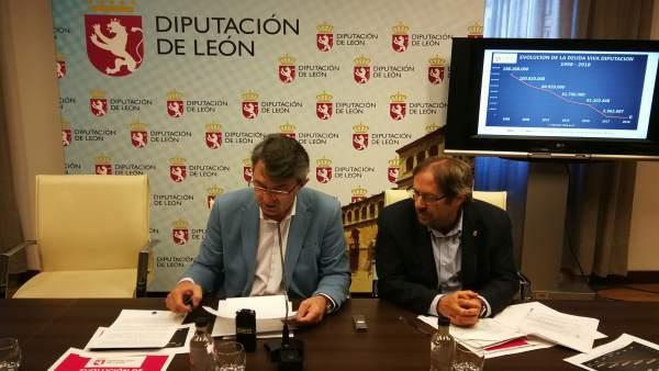 Martínez Majo (I) durante la rueda de prensa