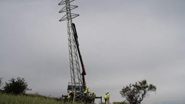 Colocación de torreta torre de media tensión abastecer al hospital del guadalhro