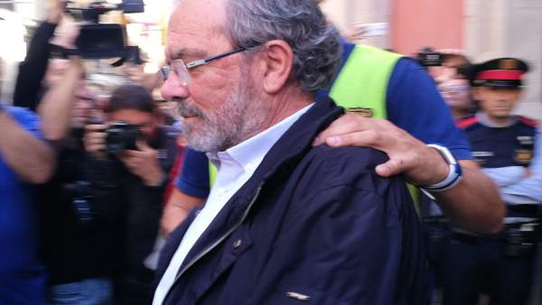 El presidente de la Diputación de Lleida, Joan Reñé, al ser detenido