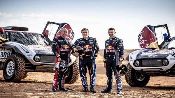 Carlos Sainz, Stéphane Peterhansel y Cyril Despres con Mini