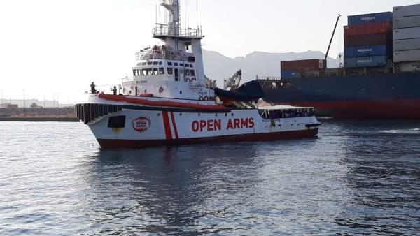 Buque 'Open Arms' a su llegada al muelle de Crinavis