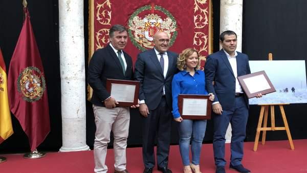 Carnero junto a los galardonados en los Premios Provincia de Valladolid 2017