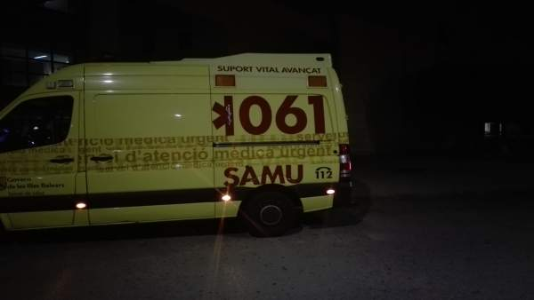 Tres personas resultan heridas leves después de que un camión de bomberos volcase a la altura de s'Albufera   796768-600-338