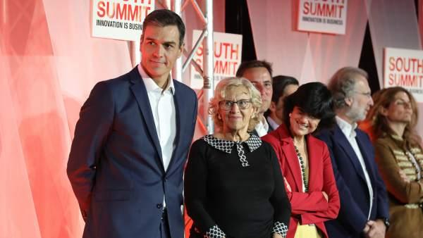 El presidente del Gobierno, Pedro Sánchez, y la alcaldesa Manuela Carmena