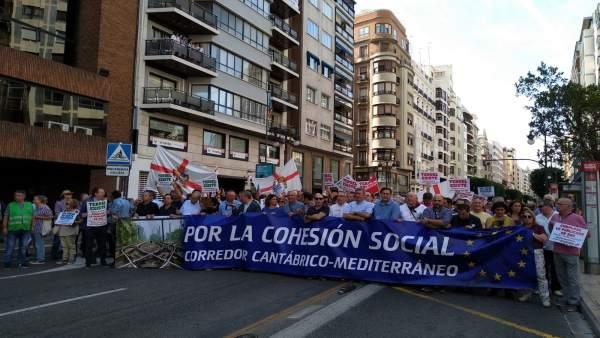 Una manifestació reclama a València inversions per al corredor Cantàbric-Mediterrani