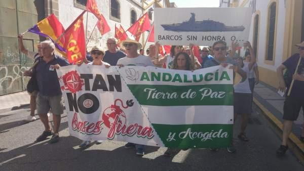 Manifestantes del 7 de octubre de 2018 contra la base naval de Rota