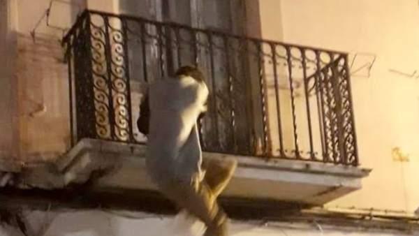 Sorprendido cuando intentaba entrar a uan casa por el balcón