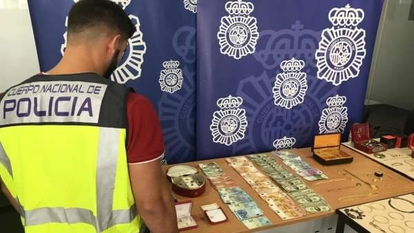 Desarticulen un grup que va assaltar una anciana a Alcoi per a robar joies i lingots d'or valorats en un milió