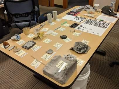Objetos hallados tras la erupción del géiser de Ear Spring