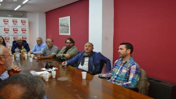 En el centro, Camil Ros y José María Álvarez (UGT)