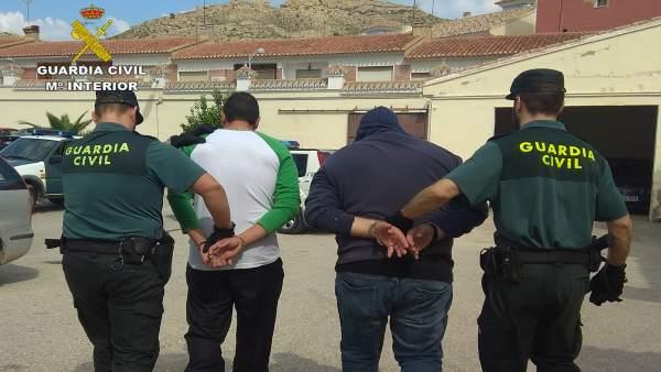 Imagen de los dos detenidos en Albudeite