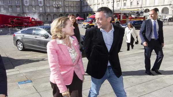 Nadia Calviño, ministra de Economía, y el alcalde Xulio Ferreiro