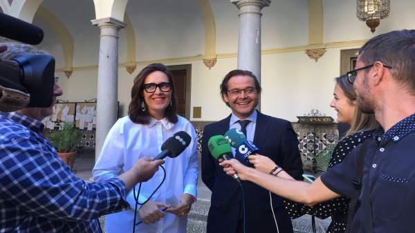 Los concejales del PP María Francés y Antonio Granados