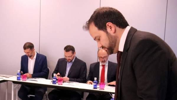 Líderes musulmanes del European Muslim Forum reunidos en el hotel Barceló Raval de Barcelona para decidir que la ciudad aloje una gran mezquita.