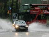 Un fuerte aguacero ha causado esta mañana problemas de movilidad en la ciudad de Barcelona.